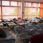 Evakuační centra jsou stále obsazena